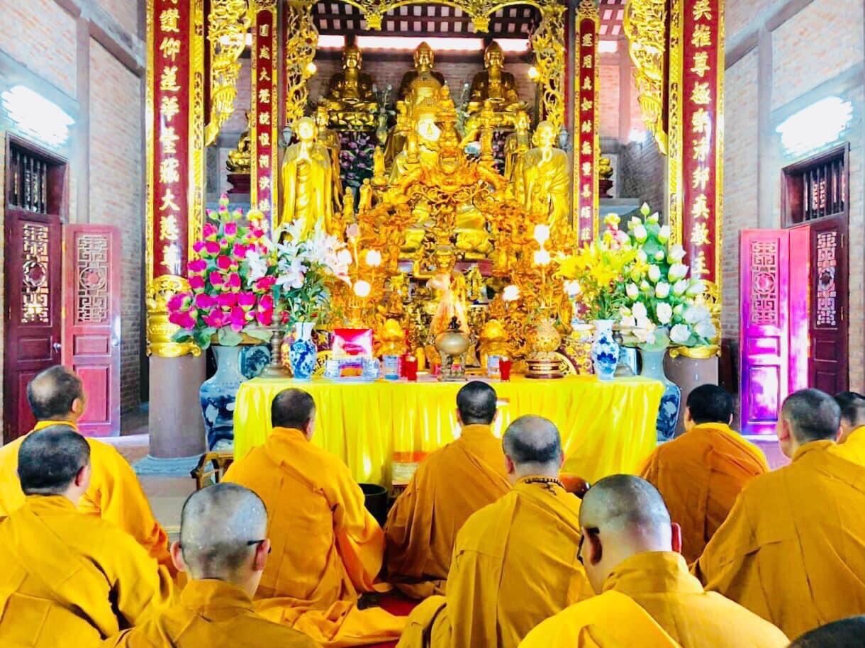 Hà Nam:  Chư Tôn đức Tăng, Ni Trường Hạ Trụ Sở Tỉnh Hội Phật Giáo Hà Nam - Chùa Bầu (Thiên bảo Tự ) làm lễ tụng kinh cầu siêu và thắp hương tưởng niệm kỷ niệm ngày Thương binh liệt sỹ (27/7/1947 - 27/7/2020)