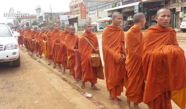 Campuchia: Tăng sĩ Phật giáo cầu nguyện cho an toàn giao thông