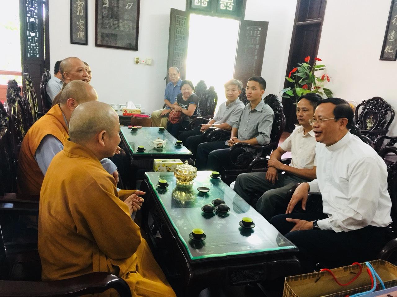 Ban Trị Sự GHPGVN Tỉnh Hà Nam Đã Long Trọng Tiếp Đón Phái Đoàn Linh Mục Đi Thăm Các Cơ Sở Thờ Tự Phật Giáo.